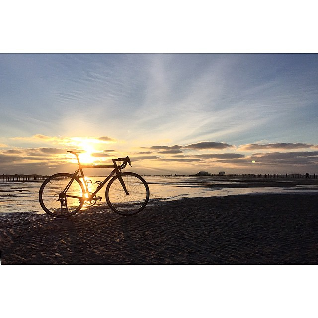 I like those cold days on the beach. Sadly many roads over here are still iced and it's not safe to ride that much, but at least there is time to take some nice pictures of my bike. #auroracollective #northsea #beach #sundown #festive500 #auroraborealis #seaside #cyclingisnotacrime #skrwt