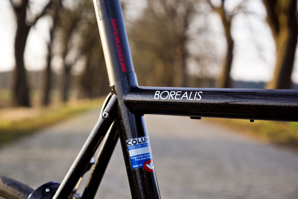 "AURORA ""Borealis HSS"" Road Bike"